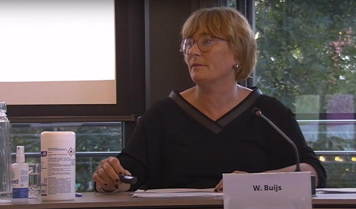 Plaatsvervangend voorzitter van de Veiligheidsregio Wobine Buijs praatte woensdag de Boxtelse gemeenteraad bij over het besluit Vion niet te sluiten.