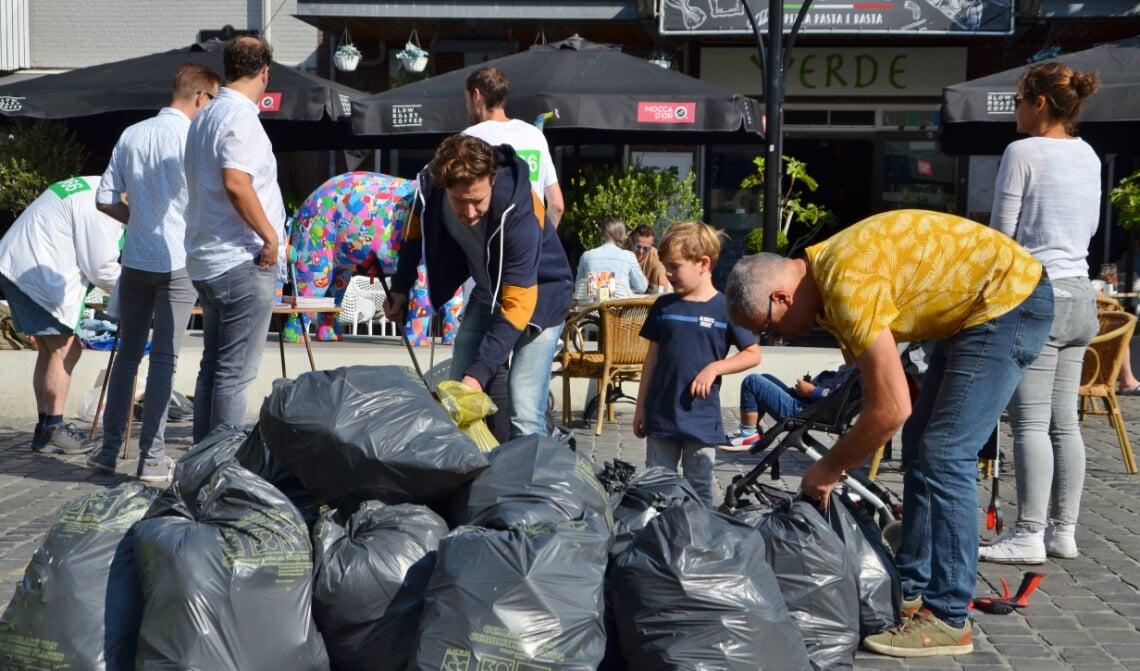 <p>Vorig jaar leverde World Clean Up Day in Boxtel een flinke berg afval op. (Foto: Jan van der Steen)</p>