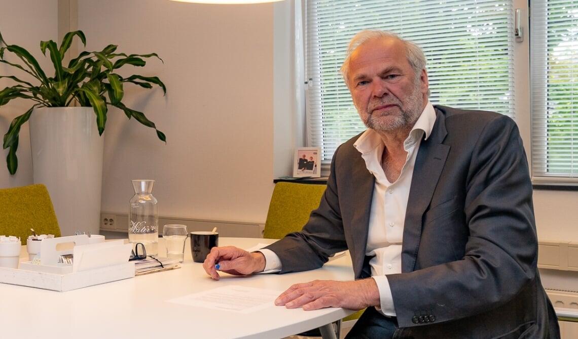 <p>Rob Dekker, in zijn kantoor aan de Brederodeweg. (Foto: Hans van Doorn)</p>