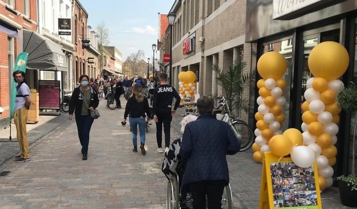 <p>Het voetgangersgedeelte in de Rechterstraat wordt ook als zodanig ingericht. Laden en lossen wordt er niet meer toegestaan.</p>