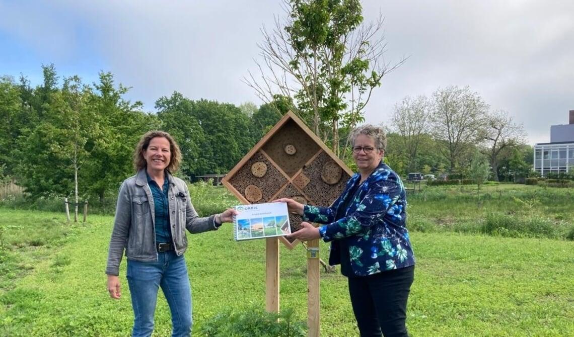 <p>Sandra Verhagen en D&eacute;sir&eacute; van Laarhoven. (Foto&#39;s: Natuur in de Wijk)</p>