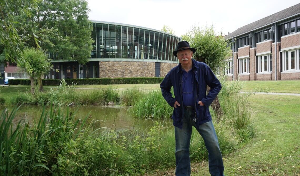<p>Ruud van Nooijen, voor de Boxtelse raadzaal. Hij wil de ambtelijke problemen daar aankaarten. (Foto: Sander van Kasteren)</p>