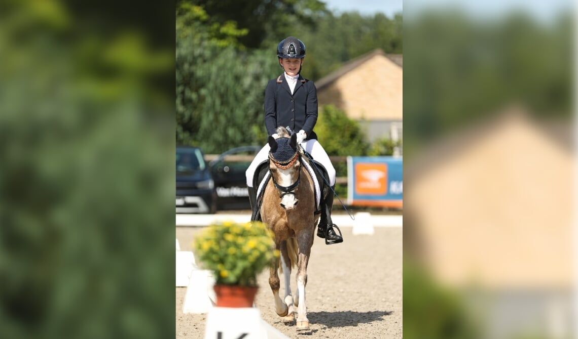 <p>Sofie Teulings en haar pony Isabel.</p>