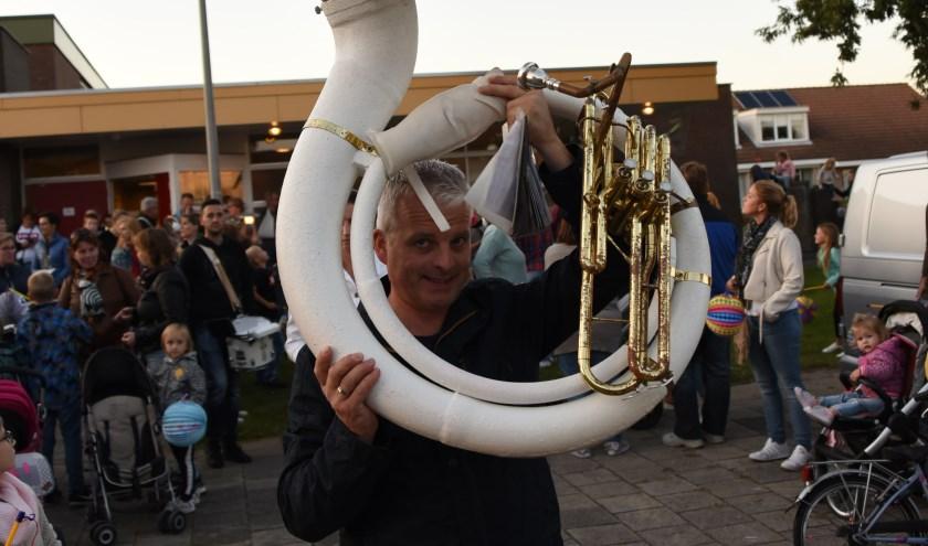 Muziekverenigingen, zoals hier Concordia bij de lampionoptocht in Sint Philipsland, krijgen volgend jaar  samen 16.770 euro subsidie van de gemeente.