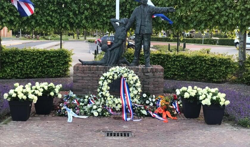 Jaarlijks op 4 mei worden de Dinteloordse oorlogsslachtoffers herdacht bij het monument op het Raadhuisplein. Nu is er een speciale herdenking rond het bombardement van 75 jaar geleden.