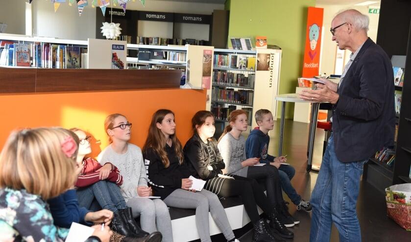 Zo nu en dan worden er bijzondere activiteiten gehouden in de diverse Bieb in de Buurt vestigingen. Bijvoorbeeld een lezing voor kinderen over allergieën, hier in de brede school in Sint-Annaland.