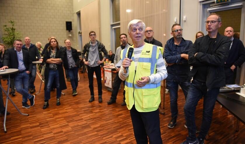 Piet van Zijst vertelt over het werk van de vrijwillige buurtpreventie.