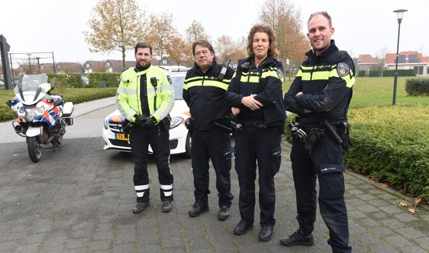 Mark Groefsema, Nico van den Wijngaard, Suzanne Kastelijn en Jordy Ellerkamp. De laatste is een nieuwe wijkagent.