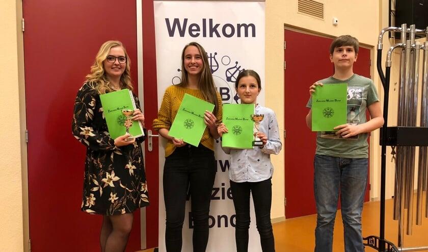 v.l.n.r. Jirsca Vroegop, Amber van der Werff, Yara Manneke en Jens van Gennip.
