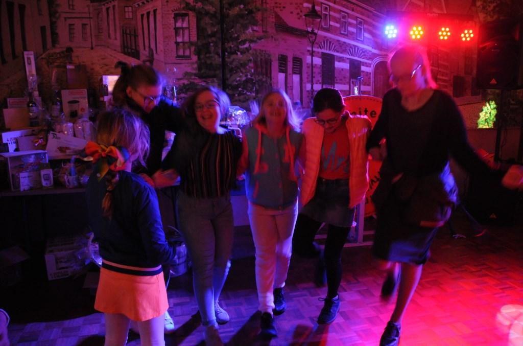 Een dansje in 't Ouwe Raed'uus in Poortvliet.  © Eendrachtbode
