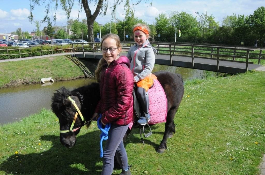 Een rondje op de pony rond de Meulvliet in Tholen. Op de oesterputten stond te veel wind.  © Eendrachtbode
