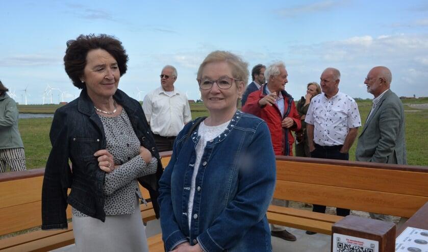 Annie Vleghels (links) en Ineke Krijger spraken een tekst in voor de klapbank.