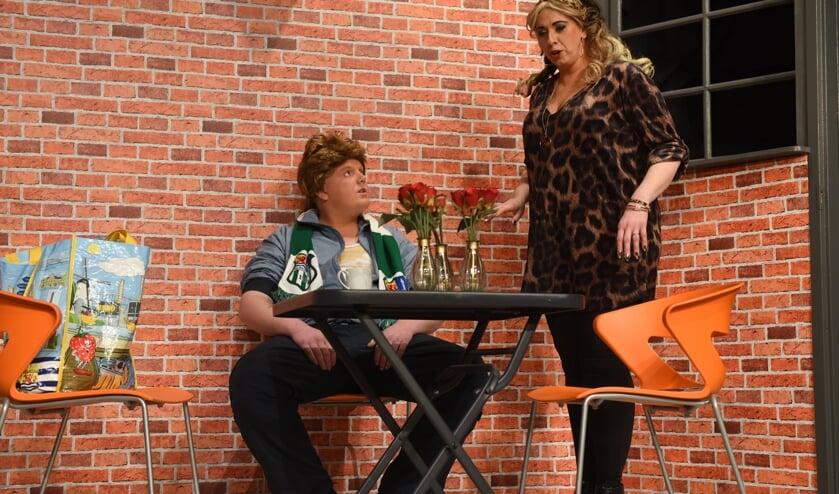 Ard van Leijsen als asociale Brabander en bakkersvrouw Judith Uijl - Nell op de planken.