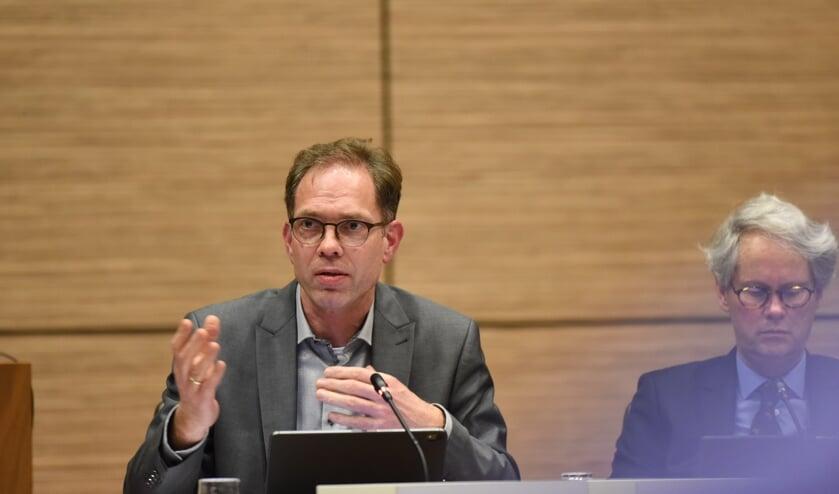 Wethouder Peter Hoek verving de afwezige wethouder Frank Hommel in het debat over de Spetter.