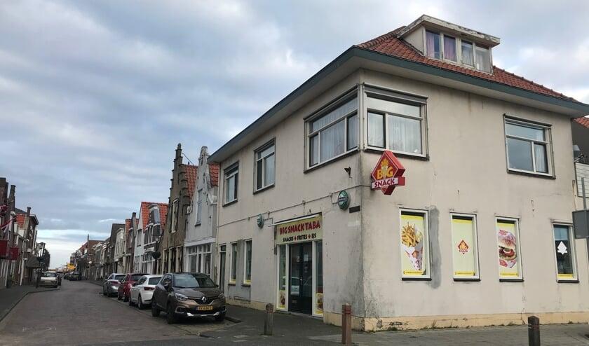 Het cafetaria op de hoek van de Voorstraat en Ring.