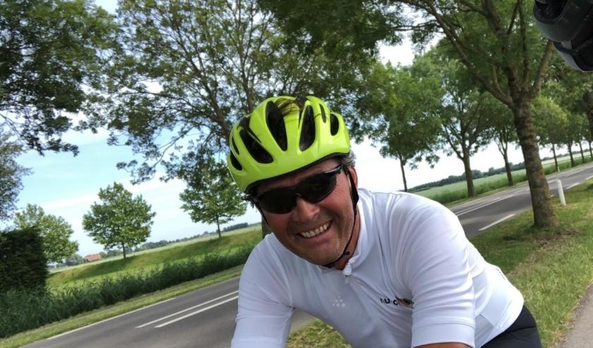 Dinteloorder René Schunselaar zit acht tot tien uren op de fiets voor het Diabetes Fonds.