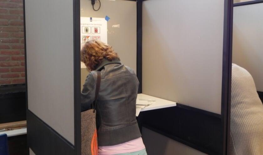 Een archieffoto van het stemmen.