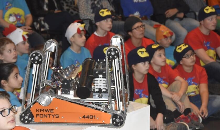 De robot van Team Rembrandts van vorig jaar tijdens de teampresentatie in Mariëndael in januari     Fotonummer: 03a9c2