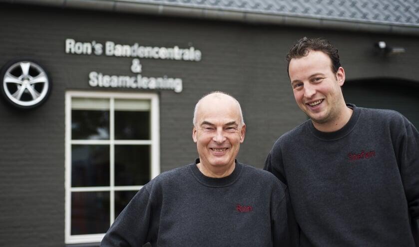 Ron en Stefan voor hun zaak in Best.   | Fotonummer: c1bfec