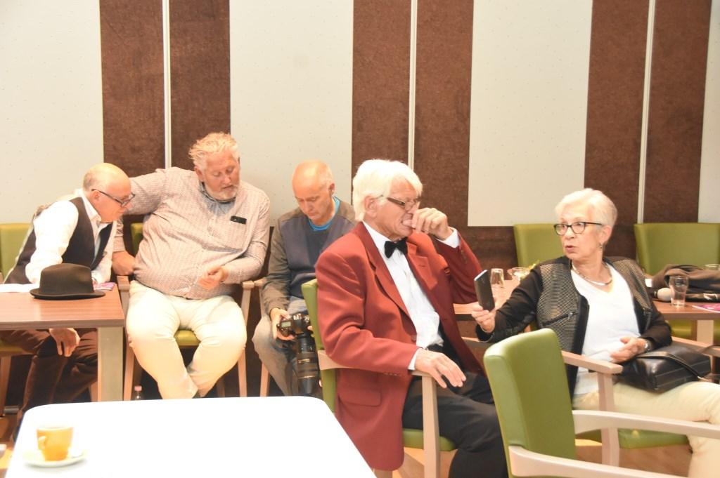De deelnemers wachten op de uitslag van de jury Foto: Hans van den Wijngaard © MooiRooi