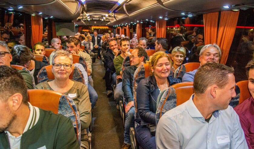 Met bussen werden de ondernemers naar de locatie gereden.   | Fotonummer: f50be8