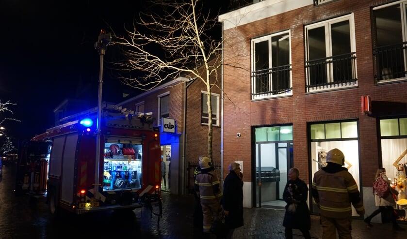 In het appartement boven de winkel werd het brandje gespot.     Fotonummer: 2582e2