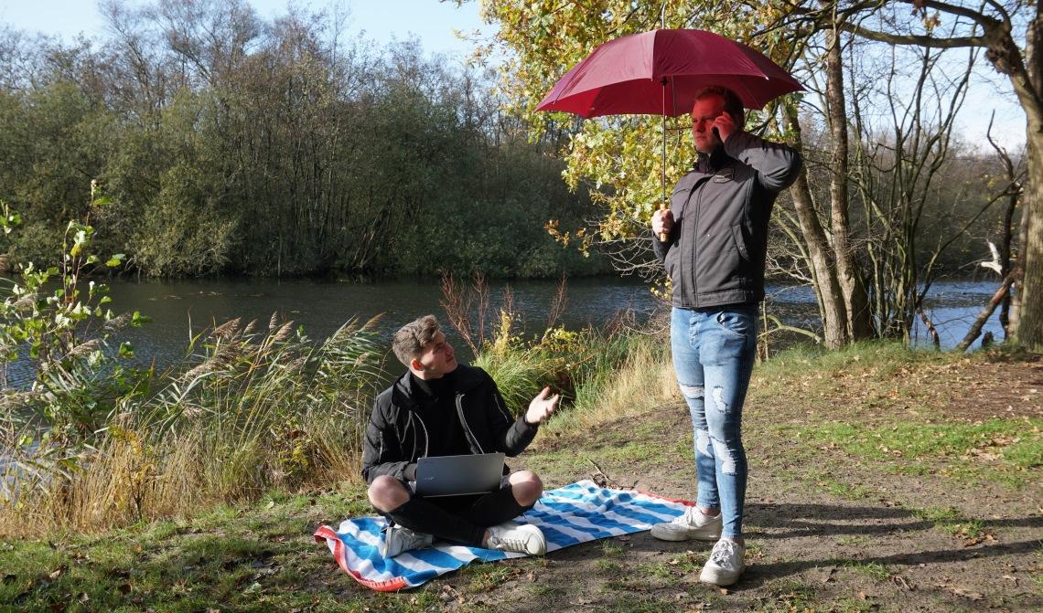 Dani en Tim werken overal, door weer en wind.