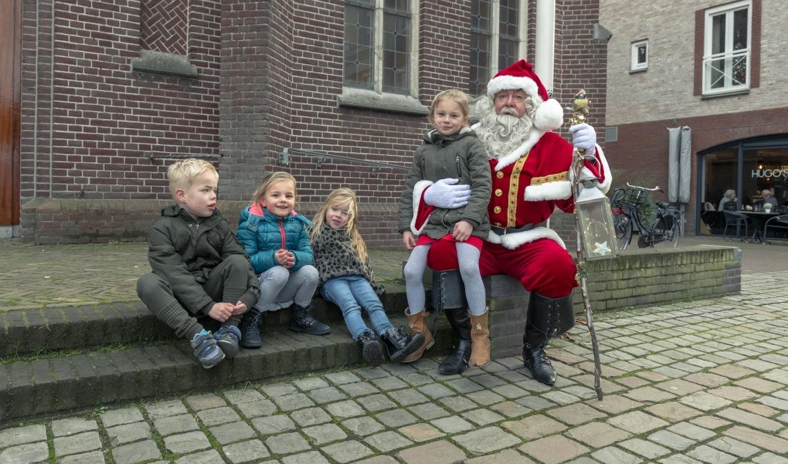 De Kerstman nam de tijd voor de kinderen.