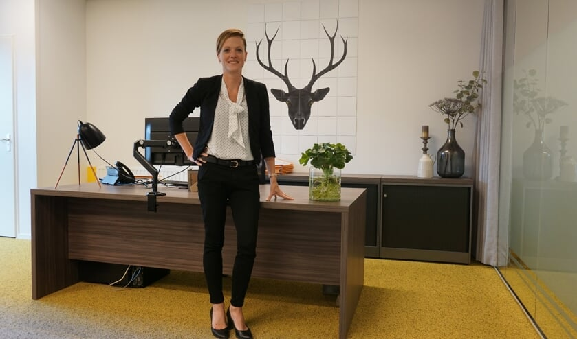 Melissa in haar kantoor.    | Fotonummer: 69051d