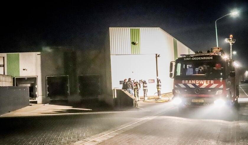 De brandweer in actie bij het Nijnselse bedrijf.     Fotonummer: de5aa2