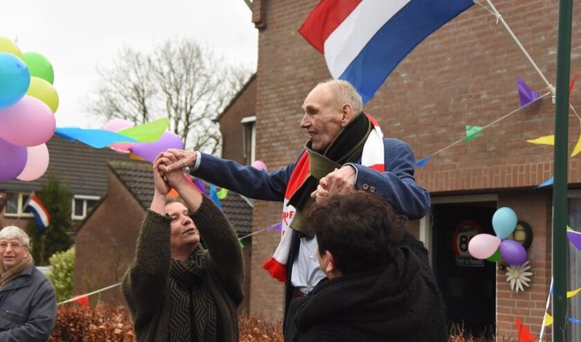 Jan 'Til' van den Tillaar wordt op zijn 80e verjaardag verrast   | Fotonummer: 7483d4