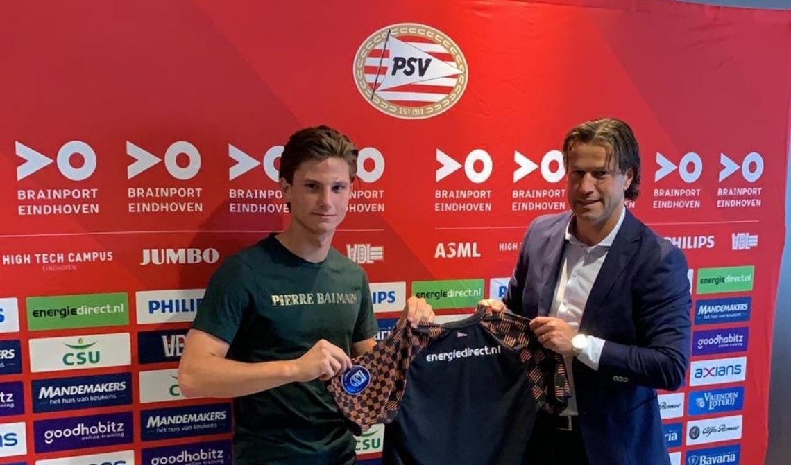 Mees op de foto met Ernest Faber, hoofd jeugdopleiding PSV en tevens oud verdediger van de Eindhovenaren.
