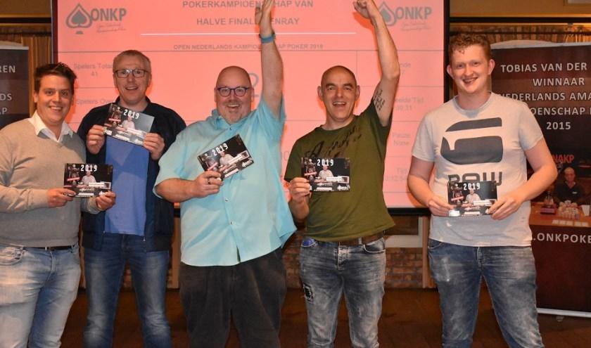 Stefan is de jongeman rechts op de foto.     Fotonummer: 225169