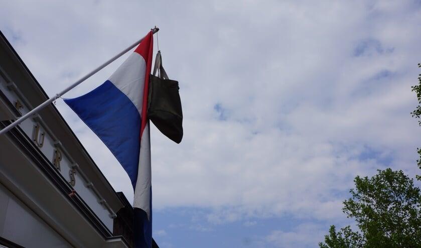 Op meerdere plekken in Rooi hangt de vlag uit.     Fotonummer: dd70cc