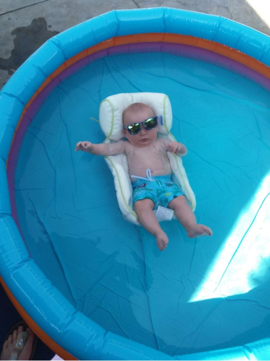 De eerste zomer van kleine Quin. Hij geniet er van.  © MooiRooi