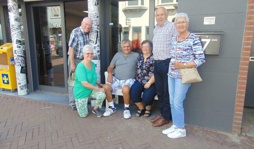Met de familie op 't Buurtbenkske.   | Fotonummer: 2cda6b
