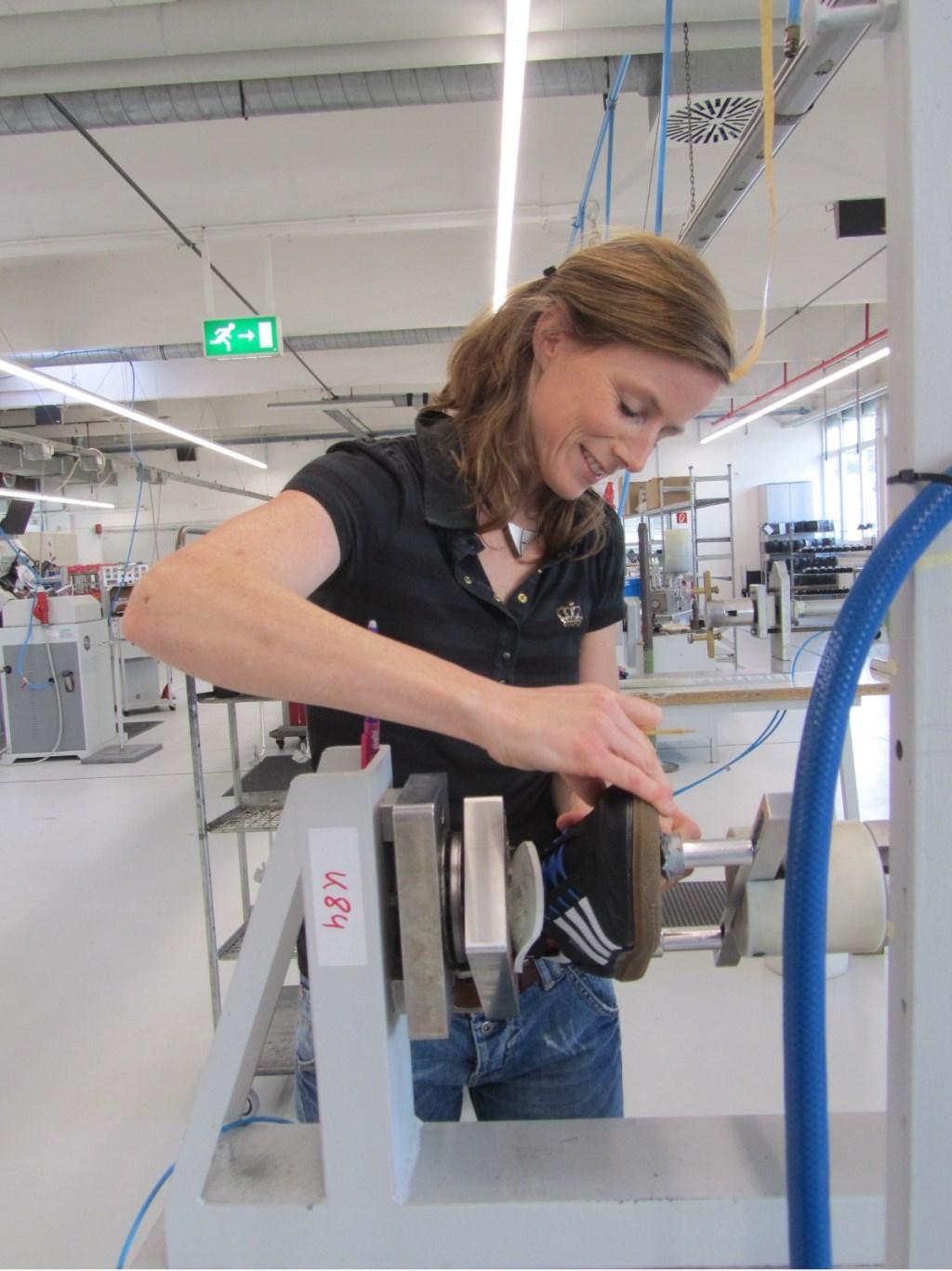 Janneke tijdens haar werk voor Adidas.  © MooiRooi