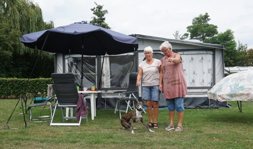 Vlnr Frits, Anneke en Jenny   | Fotonummer: 399ff8