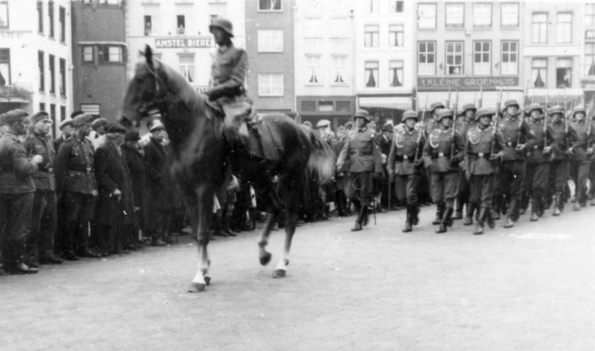 Duitse parade op de Markt in s-Hertogenbosch   | Fotonummer: 2b9915