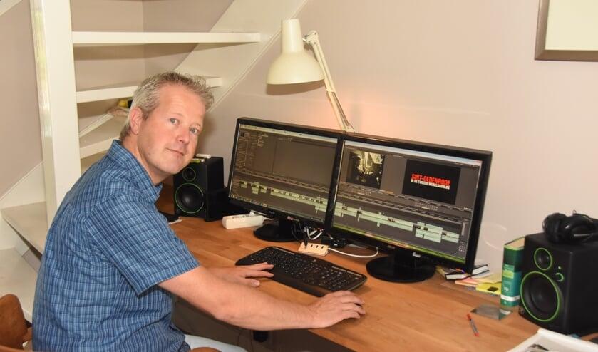 MIchiel Bakker aan de montage van de documentaire 'Sint-Oedenrode in de Tweede Wereldoorlog'     Fotonummer: bf1729