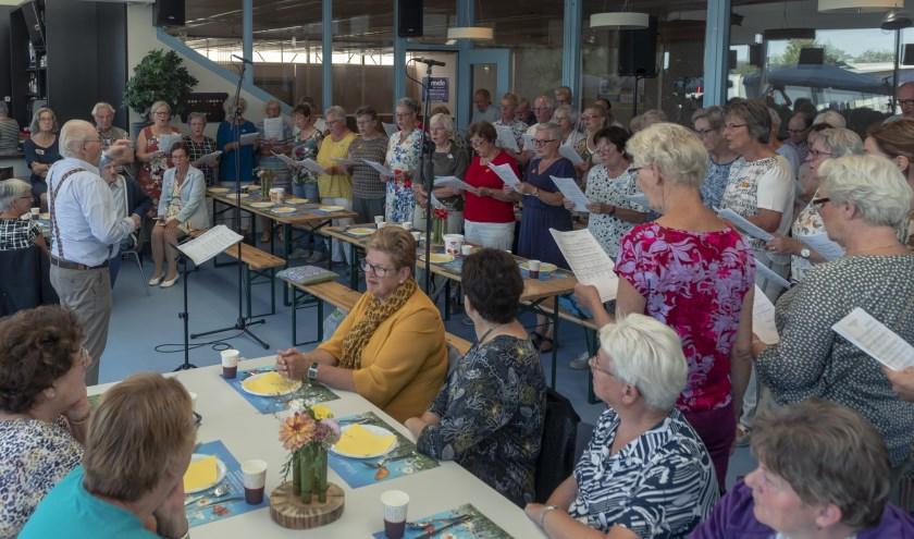 Tijdens de brunch trad een koor op.   | Fotonummer: e25520