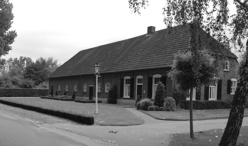 nderduikers vonden vaak een veilig heenkomen op een boerderij zoals hier aan de Hoogstraat ZW   | Fotonummer: 9e1651