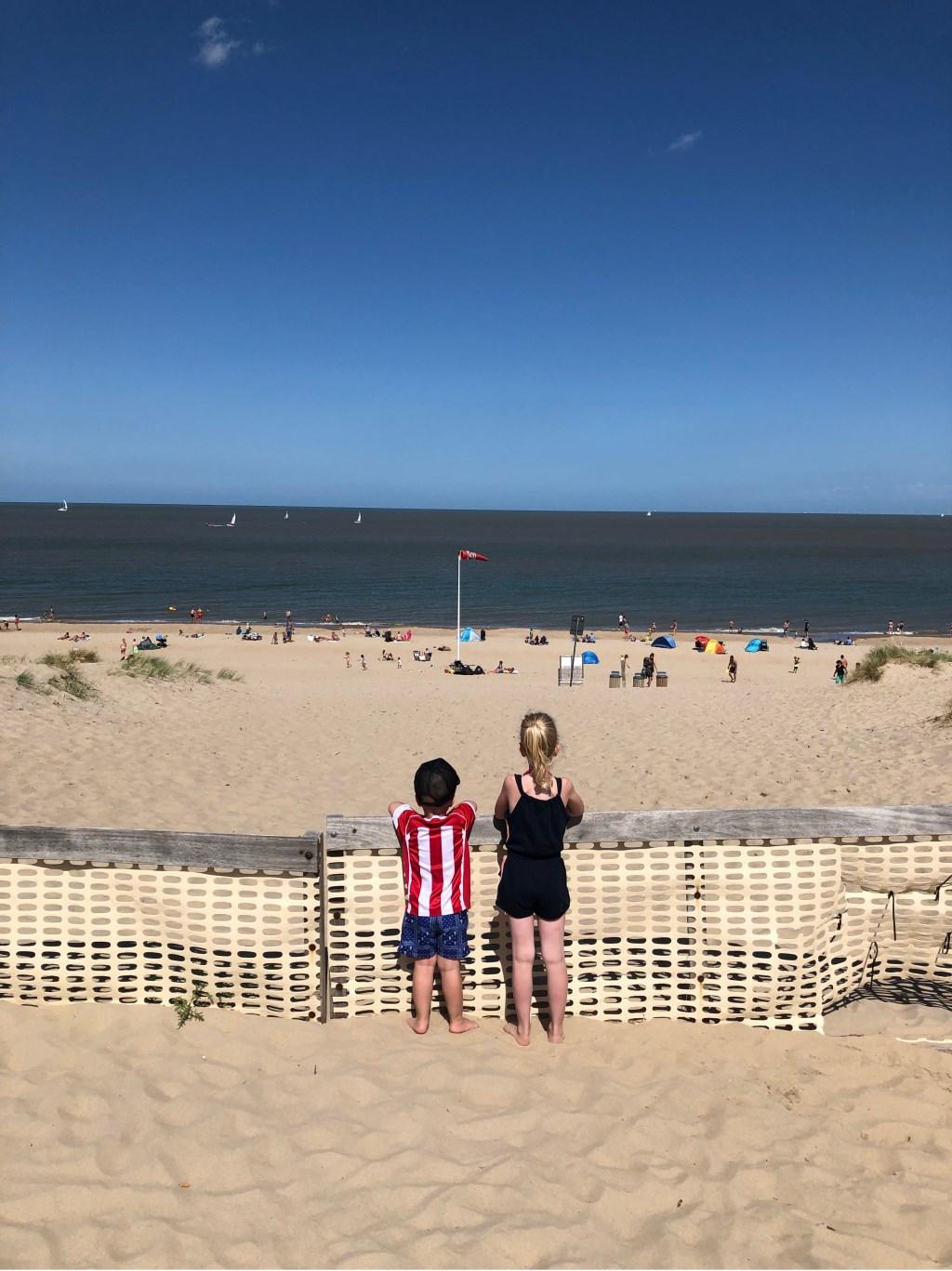 Sara en Ralf Verhagen aan de Belgische kust. Foto: Erik Verhagen  © MooiRooi