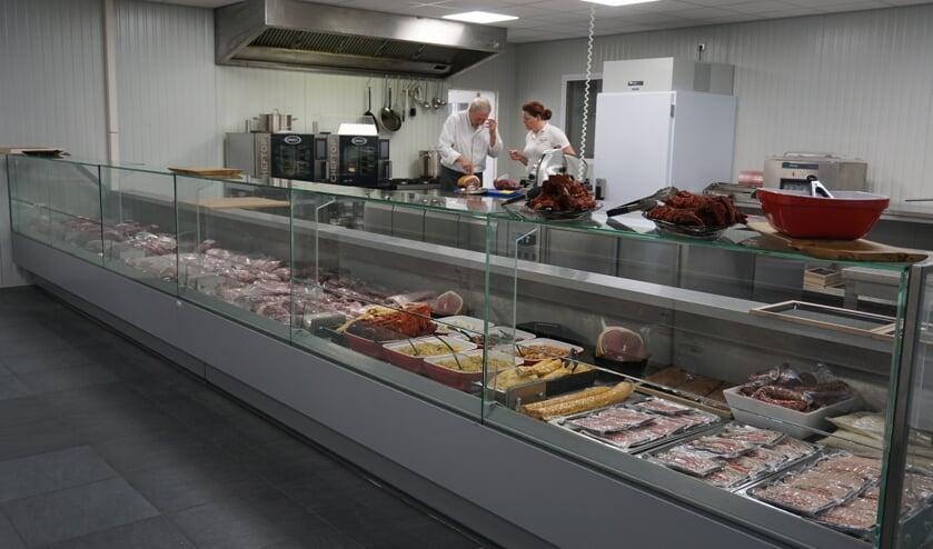 Hier is de open keuken te zien, achter in de zaak.   | Fotonummer: b37ad2