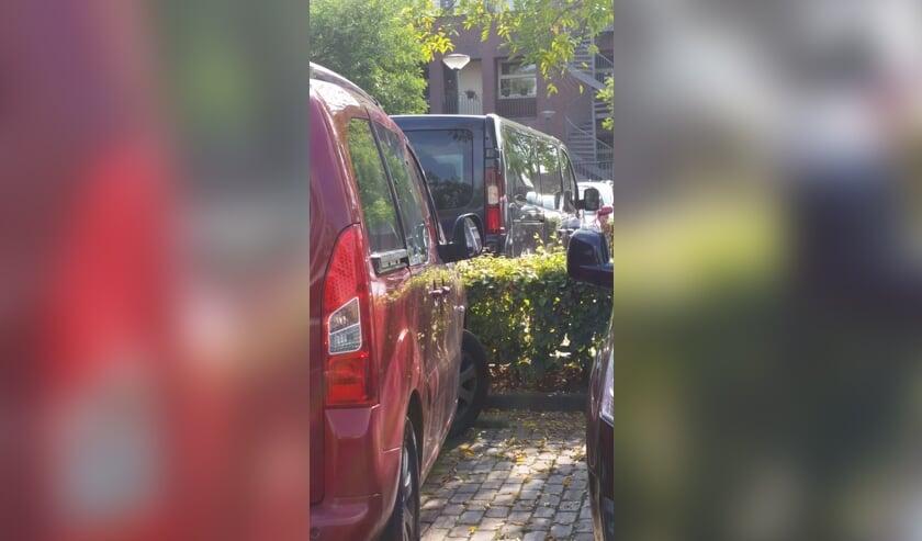 Bij deze auto is te zien wat er is gebeurd.     Fotonummer: c24ebd