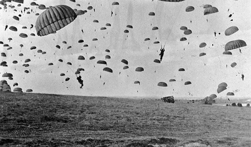 De landing van duizenden parachutisten op 17 september 1944 was de start van de bevrijding van Sint-Oedenrode     Fotonummer: b54f2a