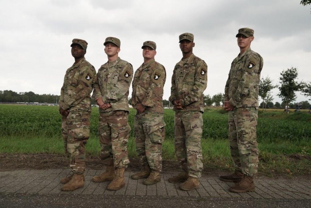 Regiment van 101stAirborne Division foto: Cor van Oorschot © MooiRooi
