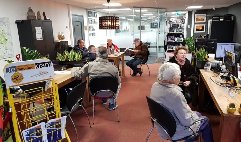 Het kantoor van MooiRooi leek vanmorgen eerder een koffiehuis.     Fotonummer: 6487de