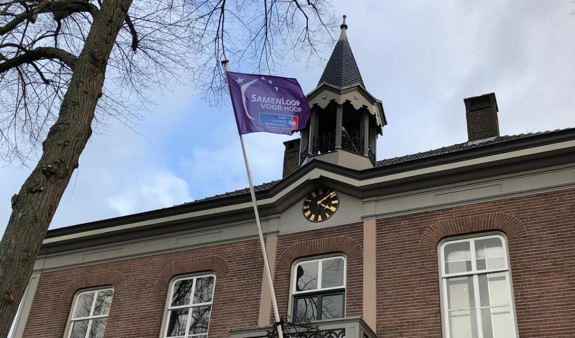 De vlag wappert speciaal voor Irda.