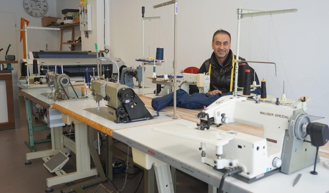 <p>Hatem heeft veel apparatuur waar hij alles mee kan maken.</p>